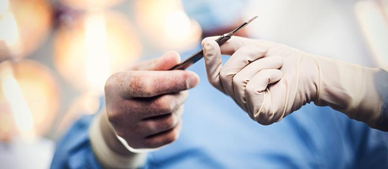 Biopsie laparoscopica. Bloc tumoral iliac. Neoplasm col uterin operat, radiochimiotratat.